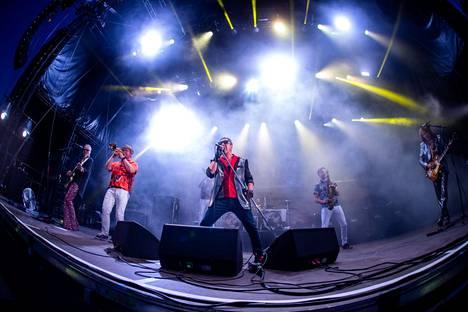 Pate Mustajärvi toi erittäin kovassa keikkakunnossa olevan Popedan Tammerfestin huikeaan lopetukseen 24. heinäkuuta. Kansaa oli Ratinanniemi täynnä.