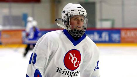 Mette Nurminen teki NoU:n ainoan maalin Espoossa. Kotjoukkue EKS voitti 2-1 ja tiivisti SM-sarjan kärkeä.