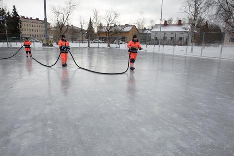 Tampereella jo useampi luistinrata on avoinna luistelijoille, mutta osaa jäädytetään vielä, jotta ne saadaan käyttökuntoon mahdollisimman pikaisesti.