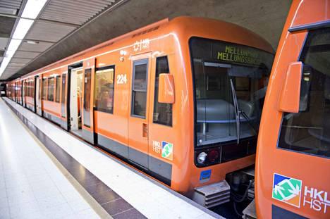 73-vuotias rauhanturvaajaveteraani tapasi juhannusaattona Helsingissä metroasemalla tutun naisen. Illanvietto päättyi traagisesti.
