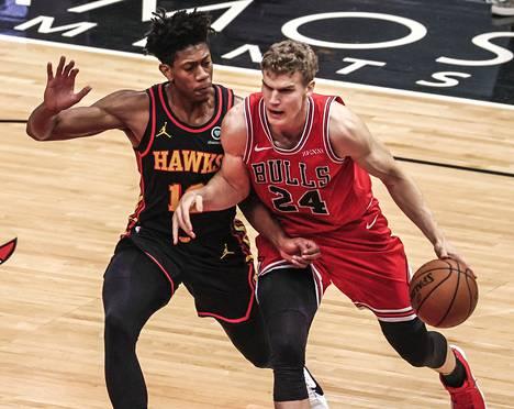 Lauri Markkanen oli Bullsin johtavia pelaajia sunnuntaina. Kuva joulukuulta.