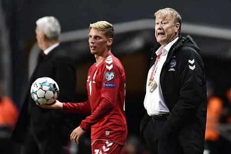 Åge Hareide (oikealla) ei valmennakaan Tanskaa EM-kisoissa.