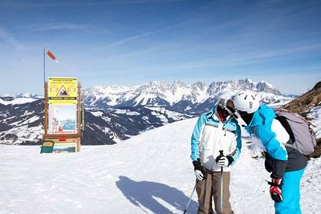 Huumaa. Kitzbühelin vuoristomaisemat ovat omiaan luomaan monipuolisia rakastumisen tunteita.