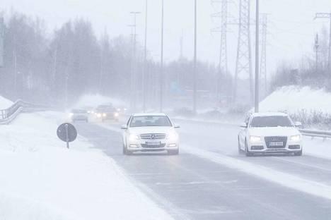 Lunta sataa hyvin todennäköisesti Pohjois-Pirkanmaalla ja mahdollisesti myös Tampereellakin. Arkistokuva.