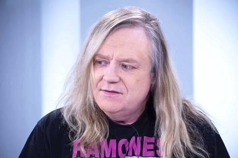 Jussi Hakulinen ei ollut antanut lupaa Joutsenlaulu-kappaleensa muunteluun.
