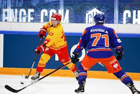 Tuoreet maailmanmestarit Toni Rajala ja Kristian Kuusela kohtasivat toisensa sunnuntain CHL-väännössä.