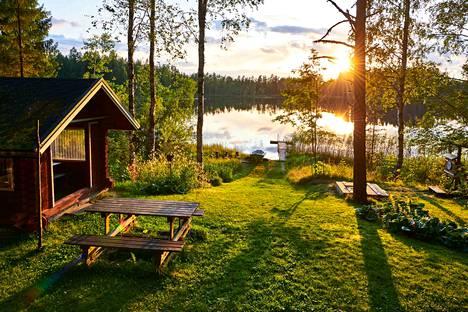 Saunaelämyksiä. Tarkoituksena on tehdä Kissalahden rannalla sijaitsevasta uimalaitoksen rannasta erilainen pysähdyspaikka matkailijoille ja virkistysalue kuntalaisille. Viitekuva.