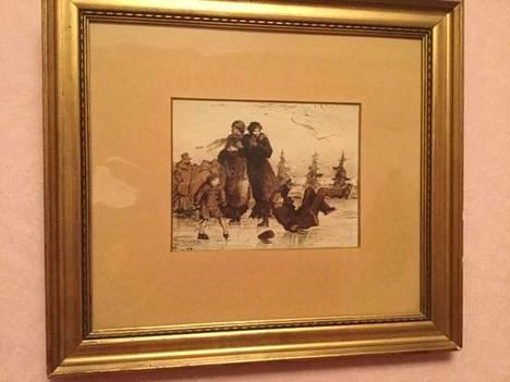 Marita Salmikivi osti kohutaulun kirpputorilta parilla kymmenellä eurolla. Helene Schjerfbeckin nuoruudentyö on sittemmin nimetty Luisteluhetkeksi.