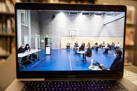 Ulvilan valtuusto piti budjettikokousta Vanhakylän koulun salissa joulukuussa 2020. Seuraava valtuusto saa päätettäväkseen muun muassa sen, rakennetaanko Ulvilaan palloilu- ja monitoimihalli.