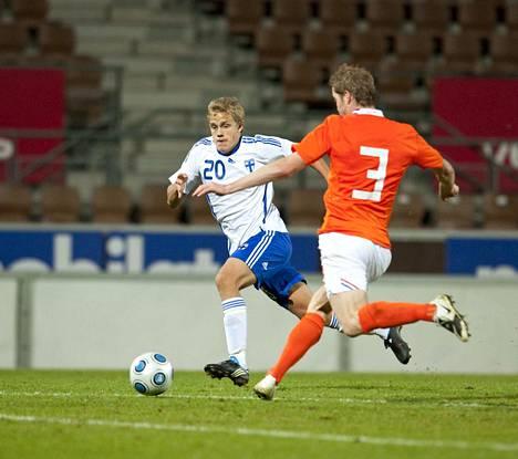 Teemu Pukki pelasi vuonna 2009 alle 21-vuotiaiden EM-karsintaottelussa Hollantia vastaan Helsingissä.
