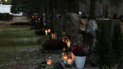 Koomankankaan hautausmaalle suunnitellaan nyt myös uurna-aluetta.