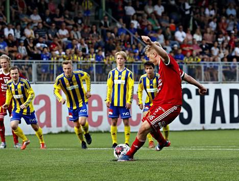 Pallo-Iirot ja FC Jazz kohtasivat viime kaudella Kakkosessa. Raumalla ex-Iiro Jussi Aalto tasoitti rankkarista pelin loppulukemiksi 2-2.