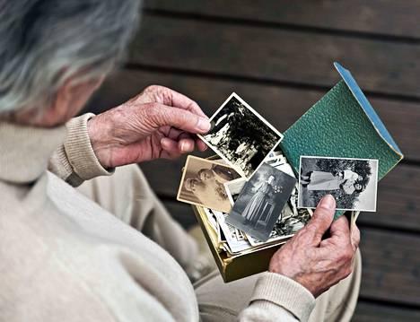 Muistiviikko kutsuu asettumaan muistisairaan rinnalle ja tekemään omassa lähipiirissä ja arjessa muistiystävällisiä tekoja, jotka voivat olla hyvin pieniäkin. Myös omaishoitaja ilahtuu huomiosta.