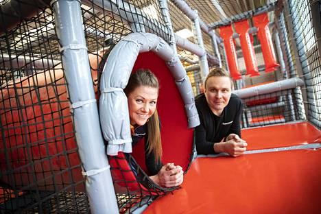 K-Supermarket Onnipekan kauppiaat Sari Ketola ja Tatu Heinola luottavat päivittäistavarakaupassa yksilölliseen palveluun.