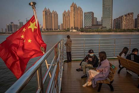 Wuhanin kaupungissa Kiinassa arki palaa vähitellen kuukausien sulun jälkeen. Nyt koronavirus uhkaa jälleen Kiinaa.