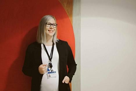 Emmi Lehtimäki rohkaisee kaikkia kiinnostuneita hakemaan opiskelemaan, sillä tutkinto antaa paljon. – Opinnoista selviää kyllä, jos on intoa ja päättäväisyyttä.