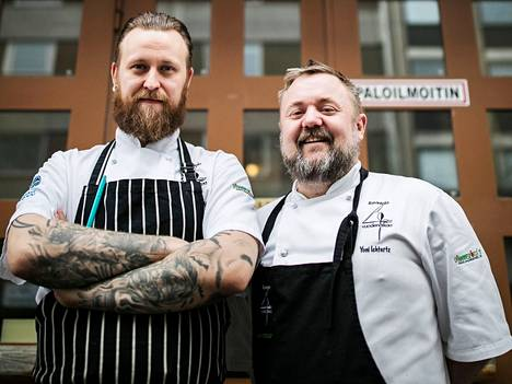 Juho Rajamäki (vas.) ja Yoni Ichtertz avaavat maaliskuussa Tampereen kauppahalliin pienen äyriäisravintolan.