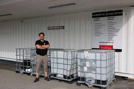 Pajan vastaava ohjaaja Tomi Lindstén kertoo, että kevätsiivouksen yhteydessä tuodaan selvästi eniten romua kierrätyspisteille.