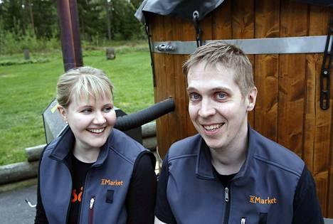 Linda ja Janne Vuollo aloittivat Merikarvian K-marketin yrittäjinä parisen kuukautta sitten.