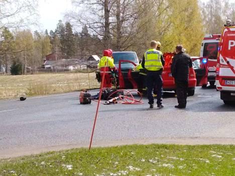 Kaksi autoa kolaroi Mäntässä Hämeentien ja Pirttilahdentien risteyksessä perjantaina 3. toukokuuta.