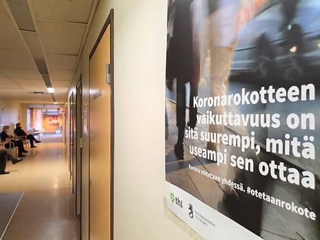 Tällä viikolla on varauduttu antamaan 80 ensimmäistä rokoteannosta vanhan terveyskeskussairaalan siivessä. Viime viikon alussa vastaavia rokoteannoksia oli sata.