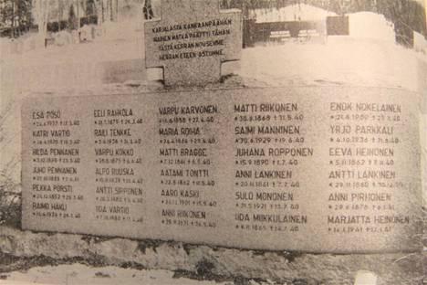 Hiitolan seurakuntalaisten muistomerkki Kankaanpään hautausmaalla puhuu karua kieltään evakkomatkan rasituksista.