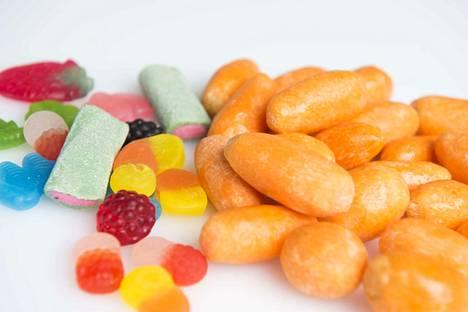Tällä kertaa tekstareissa pohditaan muun muassa sitä, pitääkö lapsille esittää ruoan kalorimääriä tai -taulukoita. Kuvituskuva.