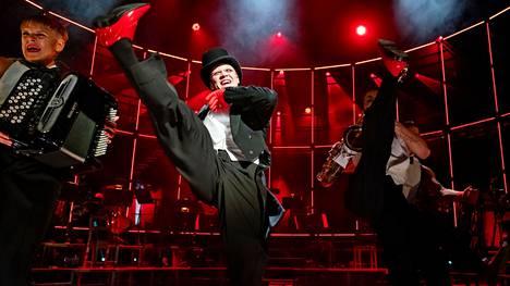 Teatteri on elossa ja potkii! Klassikkomusikaali Cabaret tulee elokuussa Tampereen teatterikesään Turun kaupunginteatterista. Lipunmyynti on jo käynnissä.