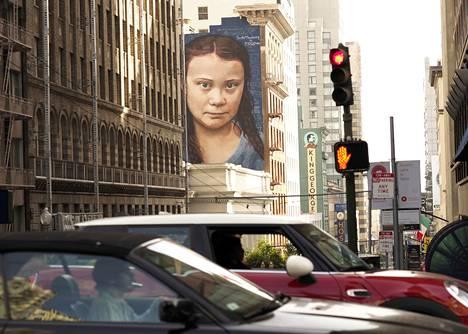 Ilmastoa puolustava Greta Thunberg ikuistettiin 18 metriä korkeaan muraaliin, joka koristaa San Franciscon keskustaa.