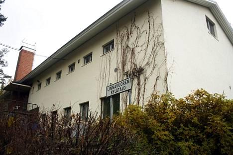 Linnavuoren kylätalo tontteineen myydään 14 000 eurolla.