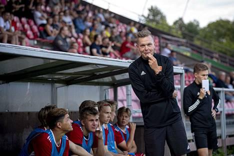 Miro Varhelahti johdattaa FC Jazzin kotipeliin TPV:tä vastaan. Olisiko jo ensimmäisen voiton aika?