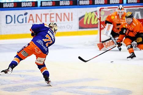Kristian Kuusela laukoi avauserässä kauden 1. ylivoimamaalinsa.