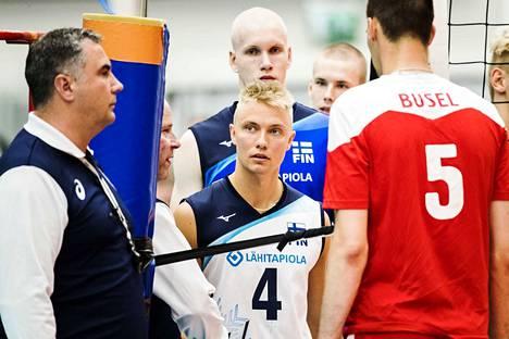 Lauri Kerminen (keskellä) loisti Venäjällä Kemerovon joukkueessa ja kuuluu maajoukkueen vakikalustoon.
