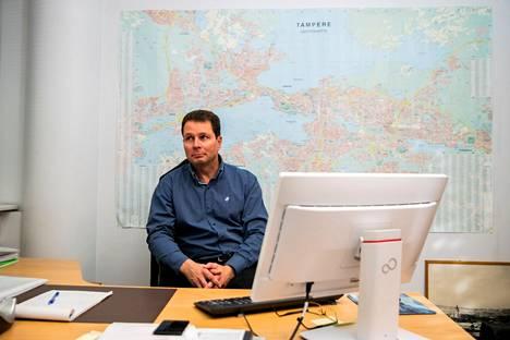 Rikosylikomisario Pasi Nieminen työhuoneessaan Tampereen pääpoliisiasemalla viime marraskuussa.