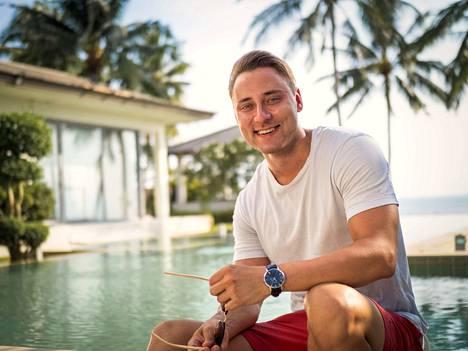 """Rasmus """"Rasse"""", 26, Vantaalta pitää esimerkiksi syvällisistä keskusteluista. Mies työskentelee yrittäjänä. Rasse on osallistunut myös Paratiisihotelliin."""