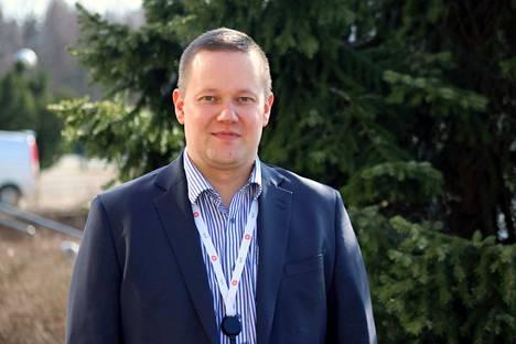 Arho Saarela toimii Janakkalan Osuuspankissa yritysmyyntijohtajana.