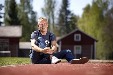 Harri Aalto Nakkilan urheilukentällä keväällä 2018.