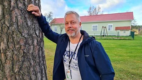 Kimmo Anttila tekee Sastamalassa kiinteistörekisterin tarkistusta. Työ on tällä hetkellä käynnissä Mouhijärvellä.