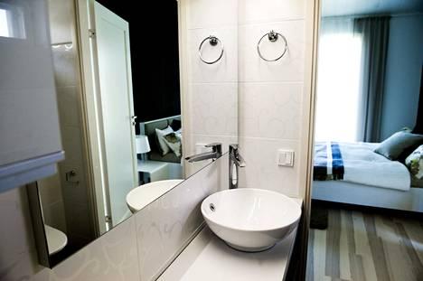 Kotitalousvähennystä voi hyödyntää työn osalta vaikkapa kylpyhuoneremontin yhteydessä.