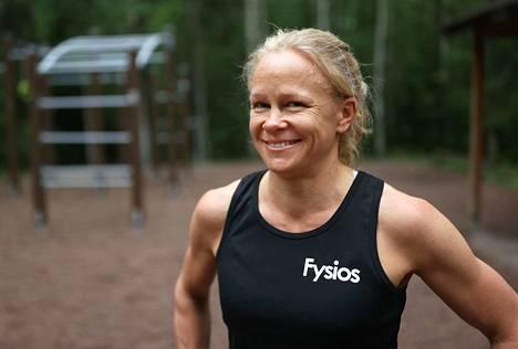 Itsetuhoisien ajatusten ja hermokipujen jälkeen hymy on palannut jälleen Tytti Åbergin kasvoille.
