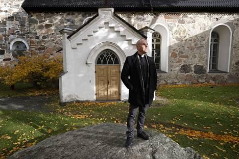 Kirkkoherra Valtteri Virta on ajautunut työssään aina uusiin haasteisiin, mutta juurtunut Raumalle.