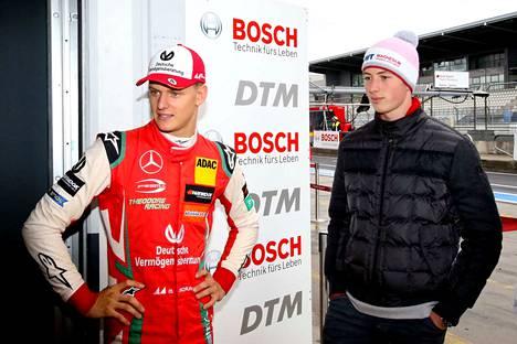David Schumacher (oikealla) ja Mick Schumacher poseerasivat yhdessä vuonna 2018.