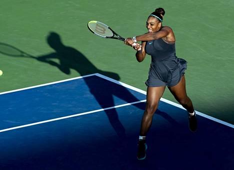 Serena Williams joutui luovuttamaan Rogers Cupin finaalissa.