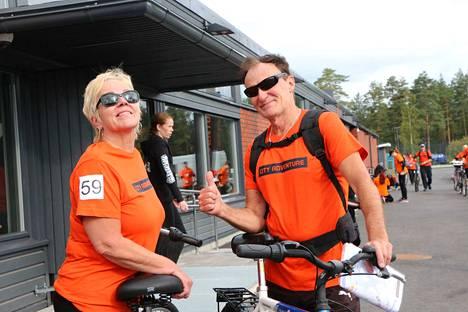 Aina tämän verran pitää olla kilpailuhenkisillä tsemppiä, että lähtevät mukaan. Näin tuumi parivaljakko  Soile Honkaniemi ja Lasse Salminen.