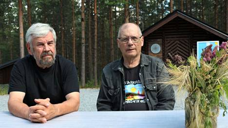 Kisällit yhtyeen laulaja Seppo Koski ja hanuristi Ismo Saarilampi kertovat, että keikkojakin on taas ollut ihan mukavasti koronatauon jälkeen.