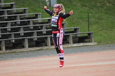 Emilia Linna löi Seinäjokea vastaan kunnarin ja viisi tavallista juoksua.