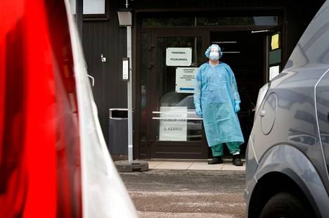 Tartunnat leviävät Satakunnassa erityisesti rokottamattomien nuorten aikuisten piirissä.
