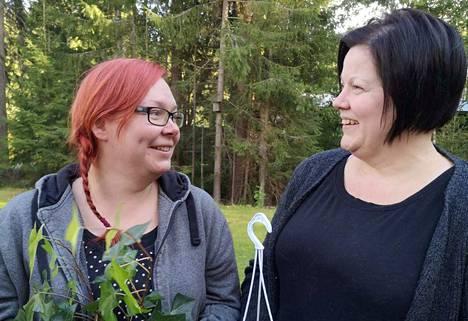 Mäntän Seudun Diabetesyhdistyksen sihteeri Jaana Hytönen ja puheenjohtaja Tanja Kauppinen saivat Diabetesliiton tunnustuspalkinnon.