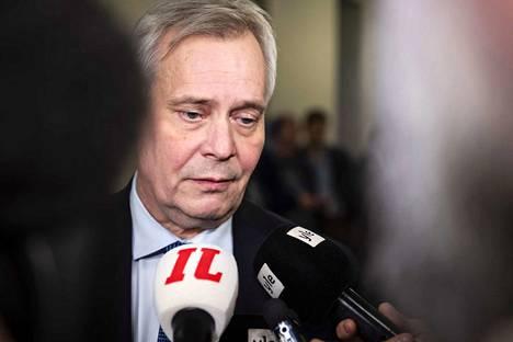 Pääministeri Antti Rinne torstaina 28.11. eduskunnassa. Päivä, jona Rinne syytti kohtalokkaasti Postia valtio-omistajan tahdon vastaisesta toiminnasta. Seuraavana aamuna Posti julkaisi tiedotteen, joka räjäyttää hallituskriisin käyntiin.