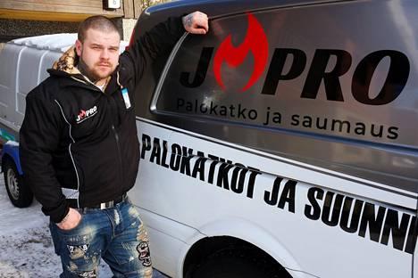 Yrittäjä Jani Järvinen on keskittynyt uudessa yrityksessään rakentamaan kerrostaloihin palokatkoja ja näin edistämään rakennusten paloturvallisuutta.